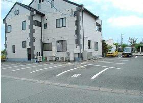 医院の裏にも駐車場が有ります。