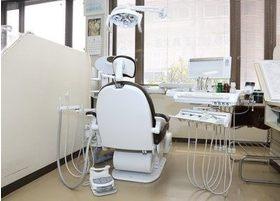 診療ユニットは窓に面して設置しております。