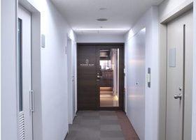 ビルの13階にございます。