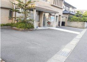 医院前に駐車場をご用意しております。