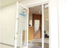 こちらのドアからお入りください。