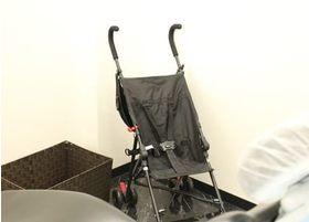 個室診療室もベビーカーのまま入ることができます。またベビーカーの貸し出しもしておりますので、小さいお子様を抱っこしてご来院していただくこともできます。