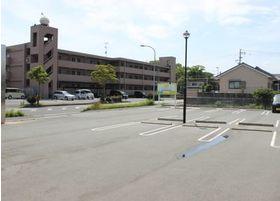 駐車場です。週者スペースが広くお車での通院にも困ることがありません。