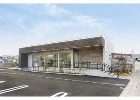 当院は小松島市中郷町桜馬場にございます。駐車場は医院敷地内に20台分用意しております。