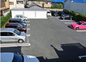 駐車スペースは15台駐車可能です