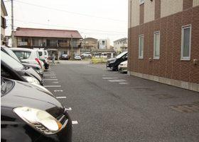 駐車場を完備しているため、遠方からの方も通院可能です。