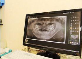タブレットやモニターに画像を表示させて視覚的にも分かりやすい説明を心がけています。