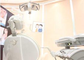 診療室は陽のあたる、リラックスの出来る空間です。
