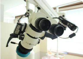 裸眼での治療は行わず、このマイクロスコープを使用して細部まで確認して精密な治療を行っております。