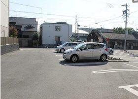 当院では駐車場を充分にご用意しております。