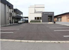 9台分の広い駐車場をご用意しておりますので、車椅子の方でも来院しやすい環境を整えております。