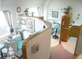 診療室は半個室のような造りなので、プライベートスペースをご提供できます。