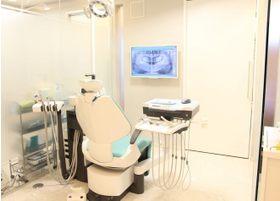 シンプルで、落ち着いた雰囲気の診療室です
