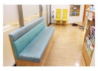 診療までは、こちらの待合室でお待ち下さい。