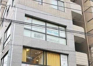 広尾駅1番出口より徒歩6分、こちらの建物の3階が有栖川デンタルクリニックです。