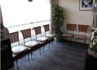 お洒落な待合室で、リラックスしてお待ちください。