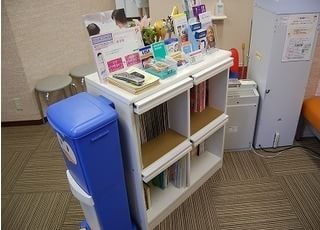 待合室には雑誌や絵本、漫画もご用意してあります。