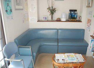 待合スペースです。診療前後は、こちらでおくつろぎください。