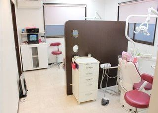 診療スペースには仕切りがございますので、プライベート空間を確保いただけます。