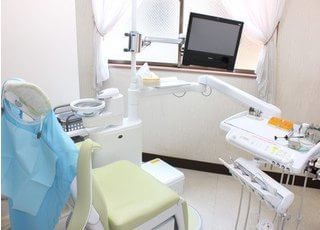 広い診療室で快適に治療を受けられます。