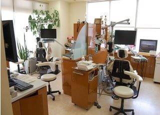 診療室です。仕切りがありますので、ご来院者様のプライベートをお守りいたします。