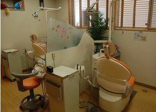 診療室には仕切りがありますので、気兼ねなく受診できる環境です。
