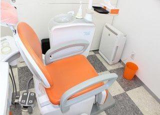 診療室には空気清浄機を置き清潔な空気を保っています。