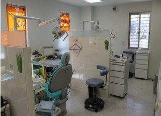 パーテーションで仕切られた診療室です。