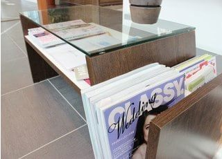 待合室には雑誌を置いています。お待ちの時間にご利用ください。
