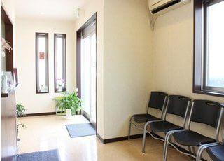 待合室です。診療までの間、こちらでおくつろぎください。