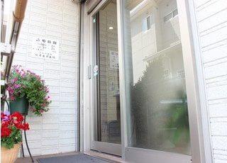 檜原歯科医院の入り口はバリアフリーです。