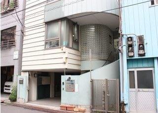 台東区西浅草にある、えづれ歯科医院の外観です。