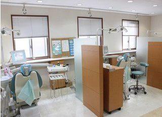 仕切りのある診療室です。プライバシーが守られています。