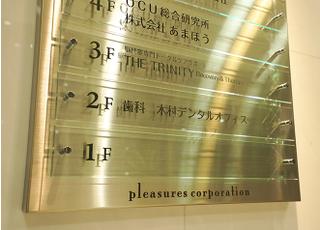エレベータ横に当院の階数が記載されています。