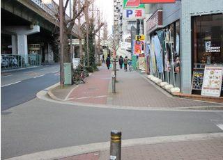 ②神崎川方面(江坂駅方面)へ直進します。