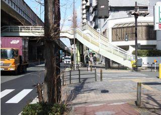 ③道なりに進むと「東三国歩道橋」が見えてきます。