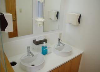 広い洗面台をご用意しているため、ご利用もスムーズです。