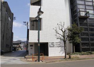最寄りの鯖江駅から徒歩3分の場所にございます。