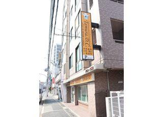 JR西明石駅から徒歩5分の場所にある歯科医院です。