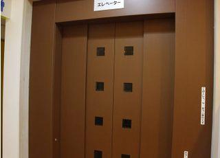 2階へはエレベーターをご利用いただけます