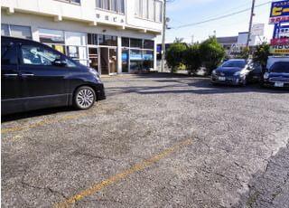 駐車場をご用意しておりますので、お車で通院いただけます。