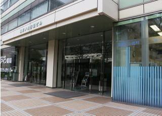 当院は御茶ノ水駅からすぐ。ビルの1階にございますので、通院帰りでもお越しいただけます。