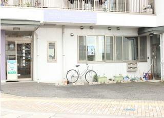 松本駅より徒歩5分の位置にある、百瀬歯科医院の外観です。