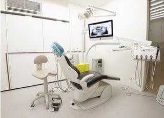 診療チェアです。モニターを使ってできる限りわかりやすい説明を心掛けています。