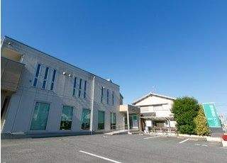 松田歯科クリニックの外観写真です。駐車場もご用意しております。
