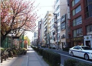 錦糸町駅からも徒歩1分と駅チカの場所にあります。錦糸公園の正面に位置し、多くの地域の方々にも縁あってご来院していただいております。