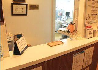 受付です。こちらで中西歯科医院のスタッフが皆様をお迎えします。