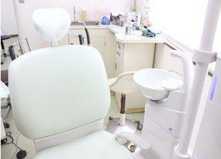 診療チェアです。歯や口腔内の悩みはお気軽にご相談下さい。