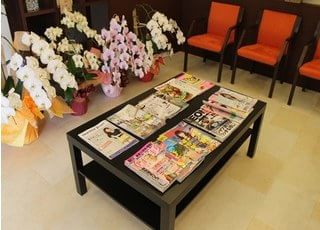 雑誌を置いています。ご利用ください。