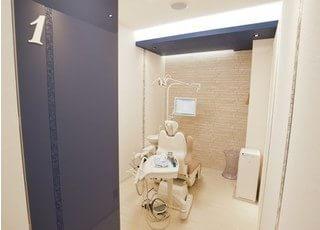 診察室は個室になっていますので、リラックスして治療をお受けください。